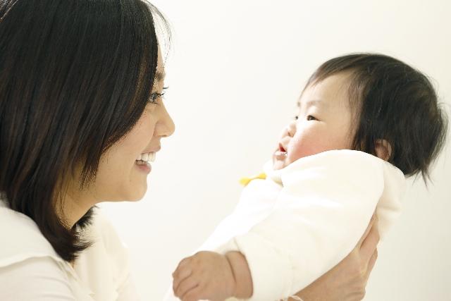 赤ちゃんは大人の真似する