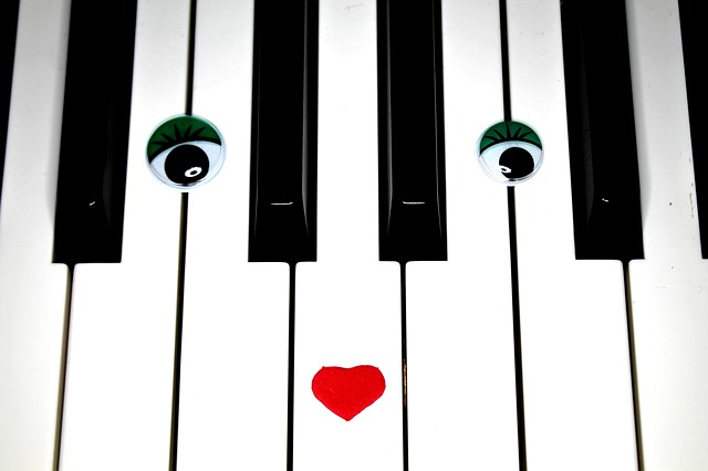 piano-756675_640